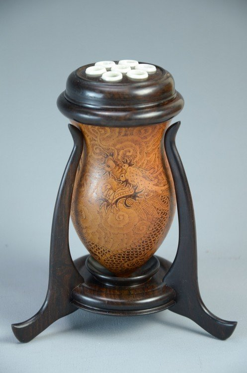 Rare Chinese cricket container, made by groud with