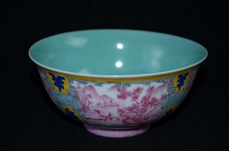 Important Chinese procelain bowl, yellow ground, panels