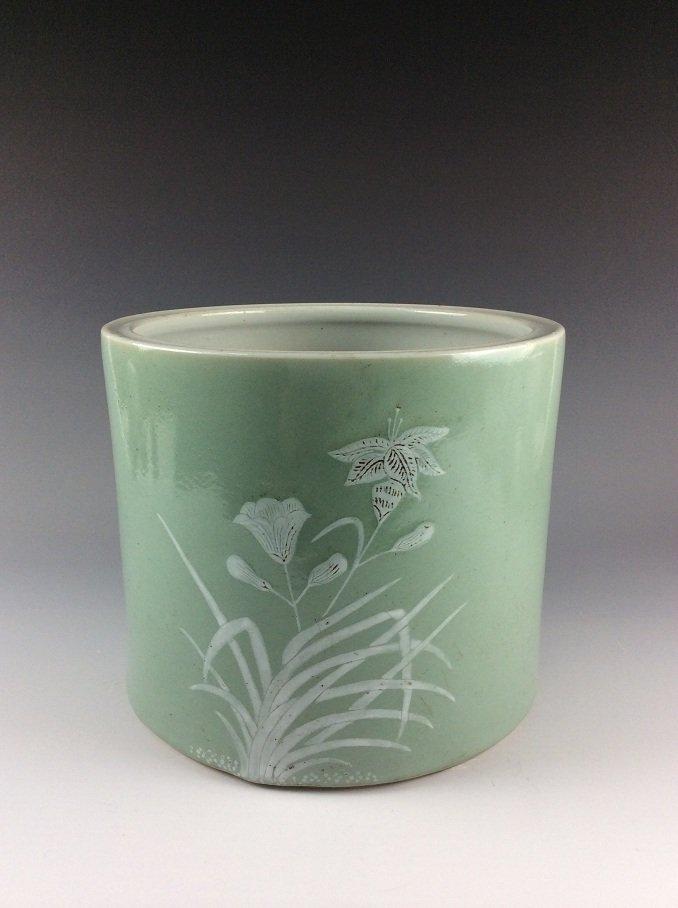 Rare 18C Qianloing period Chinese celadon brush pot
