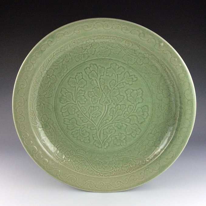Fine vintage Chinese Longquan large plate, possible 17C