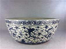 Large Vintage Ming or later Chinese porcelain jar, bleu