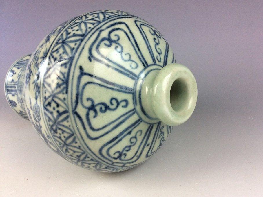 Vintage  Chinese porcelain vase, blue & white glazed, - 4