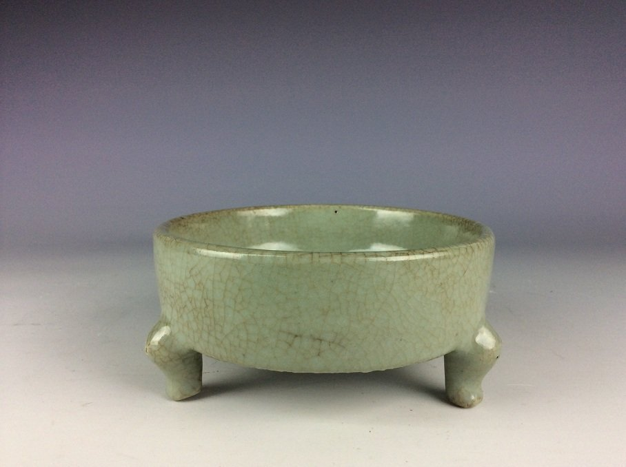 Rare Qing period, fine  Chinese porcelain censer, Guan