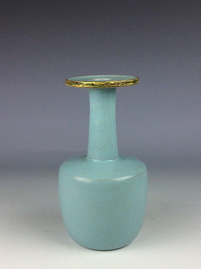 Chinese porcelain vase, sky blue color glazed - 2