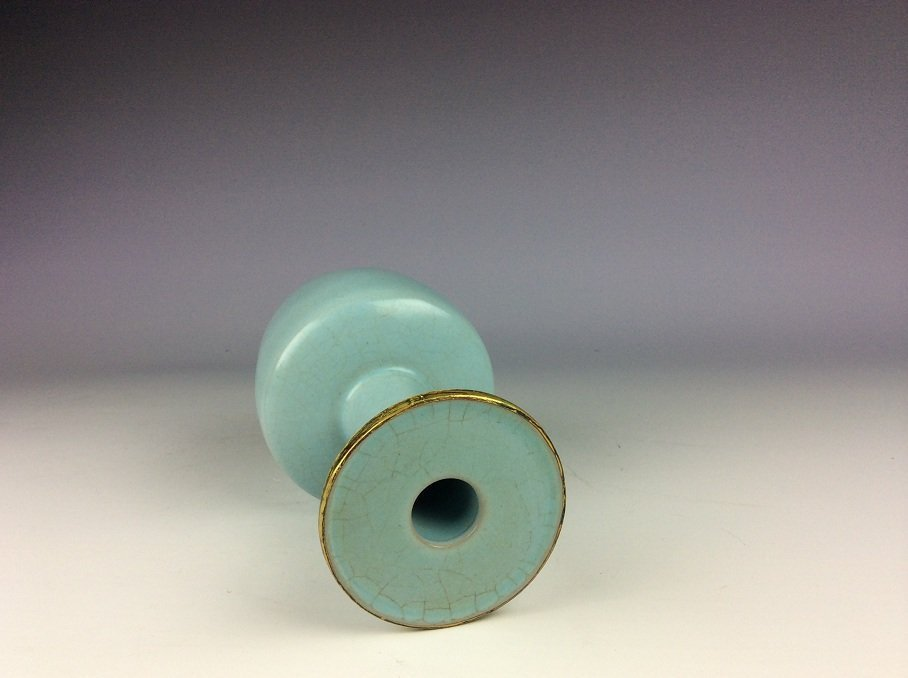 Chinese porcelain vase, sky blue color glazed - 3