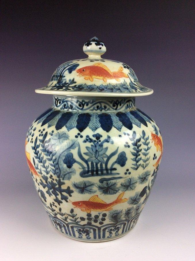 FineChinese porcelain jar with lid, Wucai glazed,