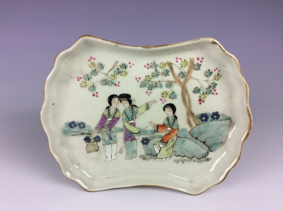 Late Qing Chinese Porcelain Plate, famille rose glazed,