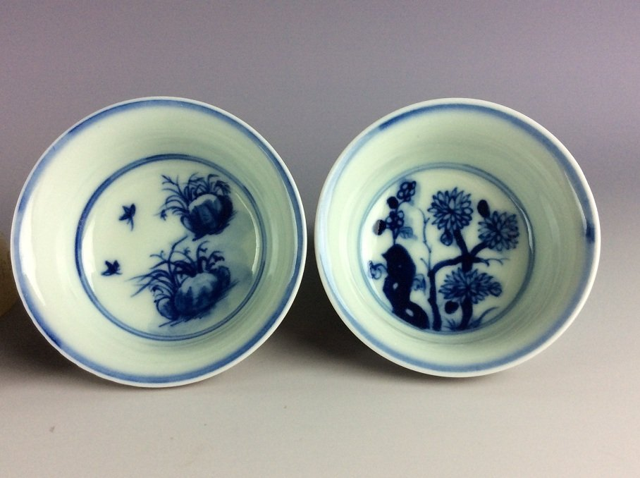 A set of 4 Chinese porcelain cups,  inside with blue & - 4