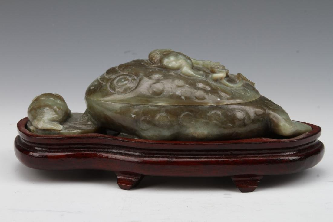 TOAD SHAPED CHINESE JADE STONE CARVED BRUSH WASHER