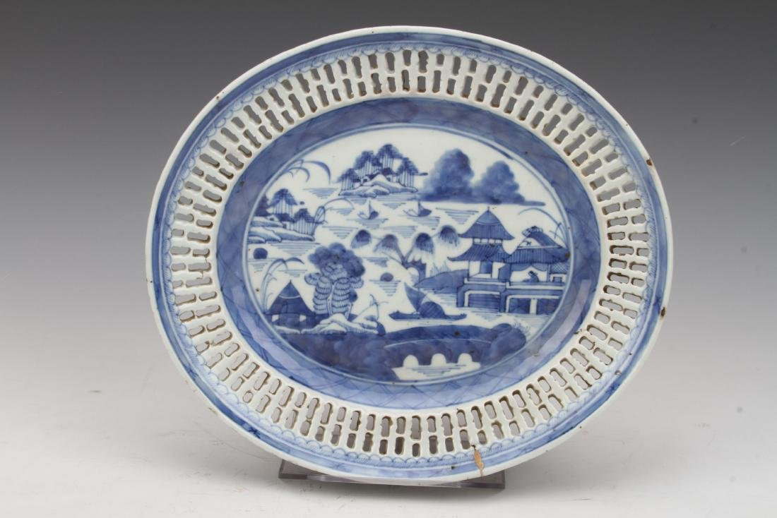 [CHINESE]A BLUE AND WHITE PORCELAIN PLATE PAINTED WITH