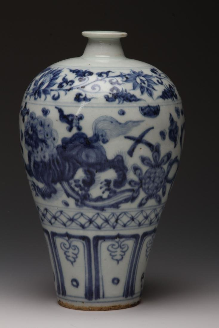 [CHINESE] MING DYNASTY STYLE BLUE AND WHITE PLUM VASE