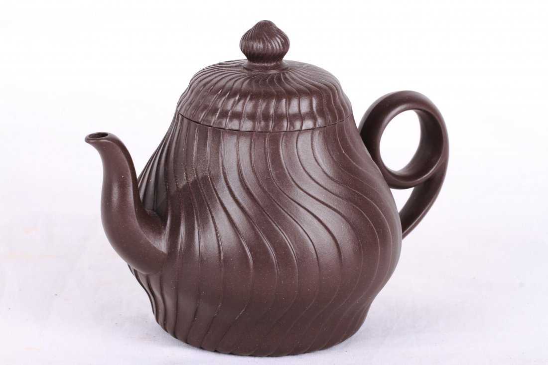 [CHINESE]A LATE 19TH CENTURY YIXING GLAY TEA POT L:5.5""