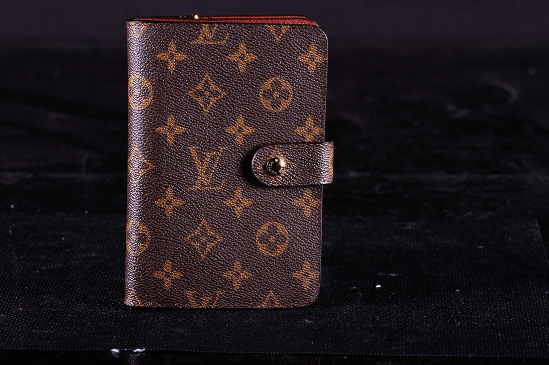 [OTHER]A LOUIS VUITTON MONOGRAM CLASSICAL WALLET L:6.3""