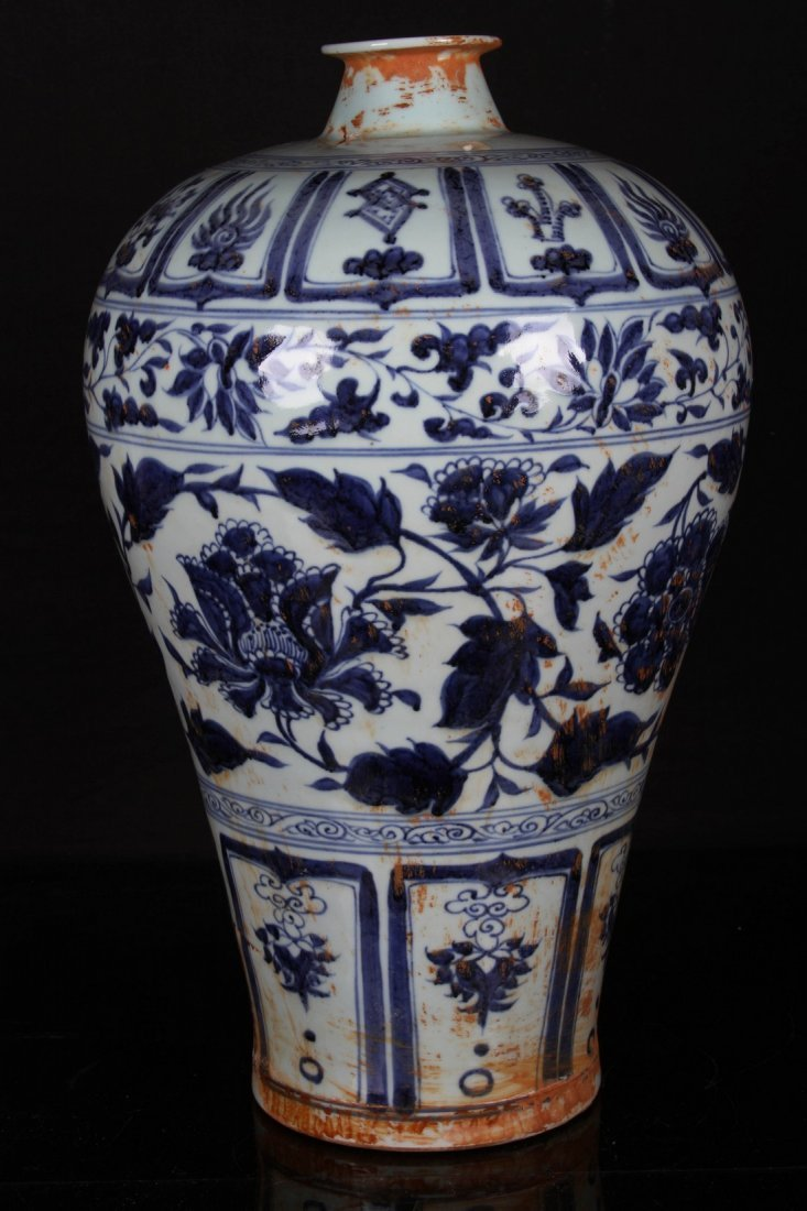 [CHINESE]A MING DYNASTY STYLED BLUE AND WHITE MEI VASE