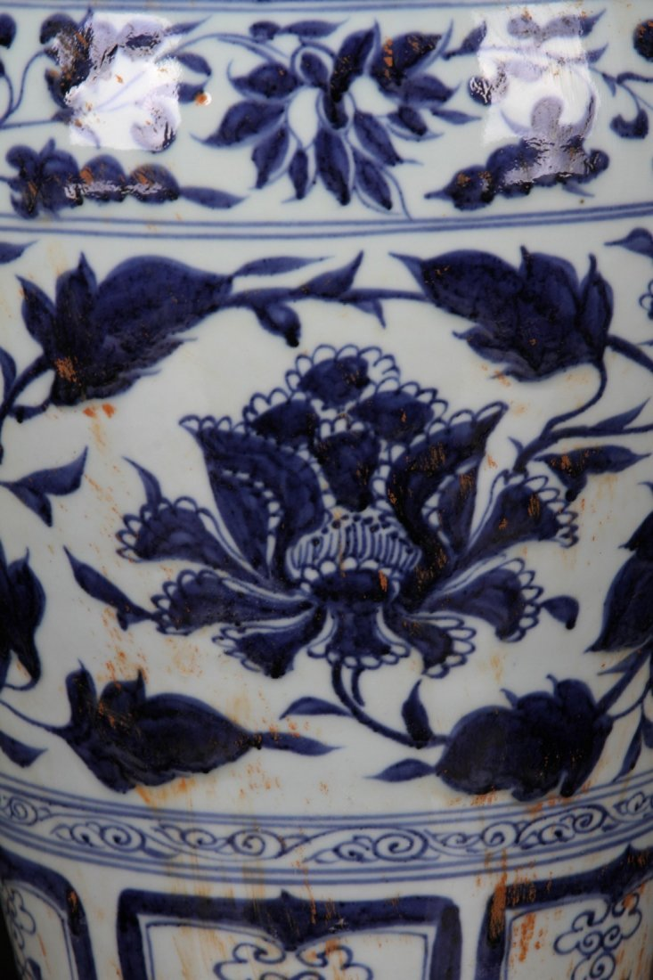 [CHINESE]A MING DYNASTY STYLED BLUE AND WHITE MEI VASE - 3