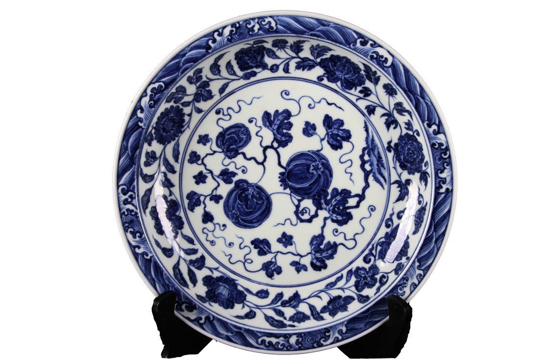 [CHINESE]A MING DYNASTY STYLED BLUE AND WHITE PLATE