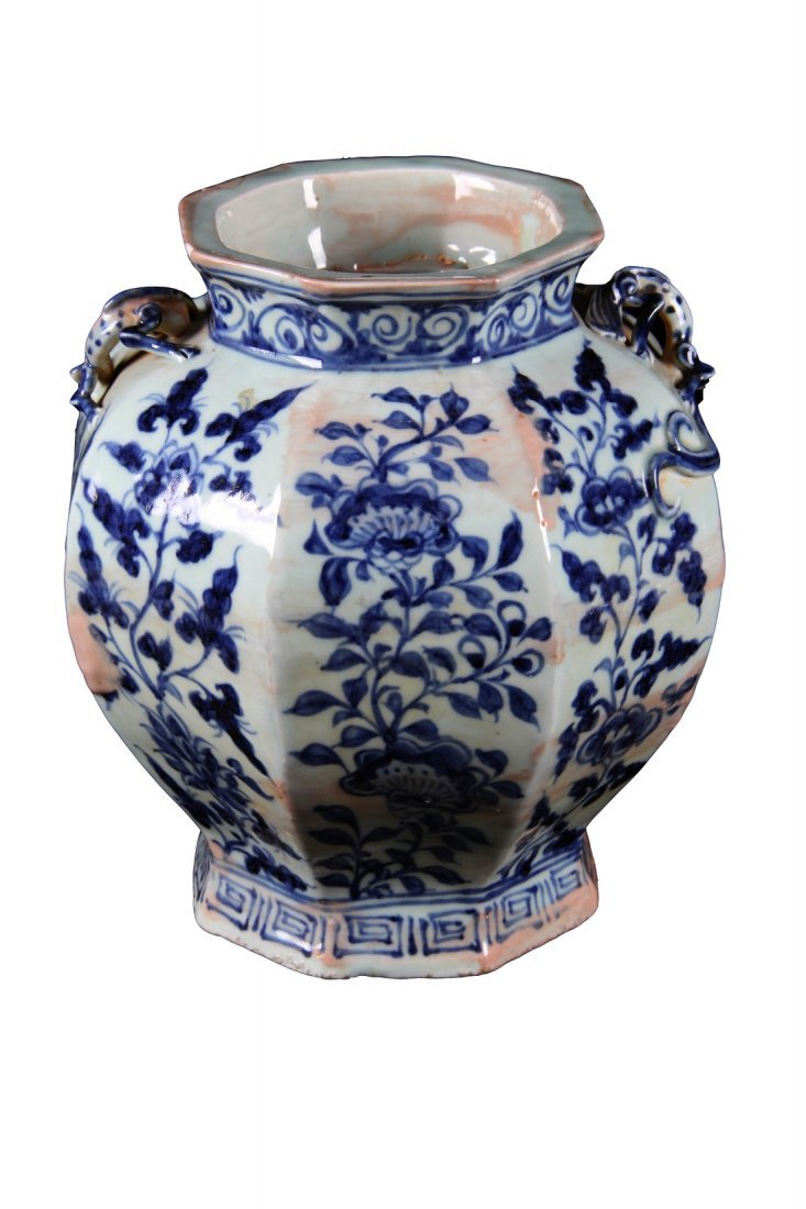 [CHINESE]A MING DYNASTY STYLED BLUE AND WHITE JAR