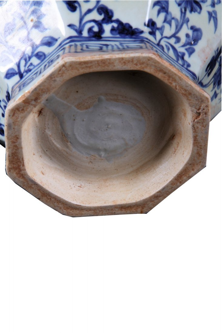 [CHINESE]A MING DYNASTY STYLED BLUE AND WHITE JAR - 2