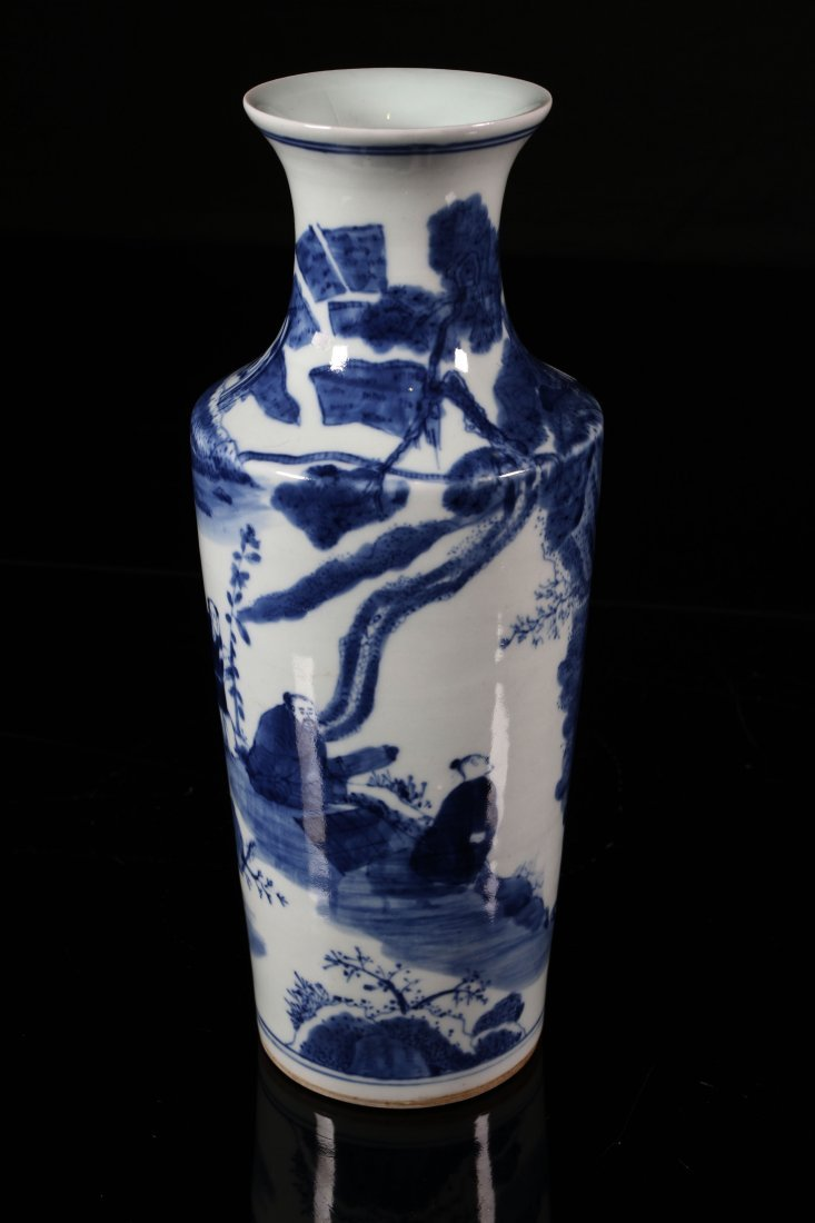[CHINESE]A LATE 17TH CENTURY BLUE AND WHITE VASE