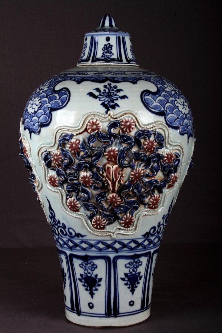 [CHINESE]MING DYNASTY STYLED BLUE AND WHITE GLAZED VASE