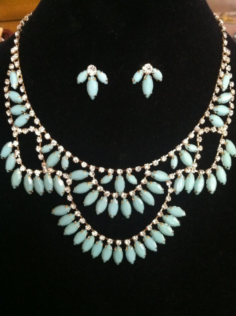 Turquoise / Mint Color Necklace & Stud Earrings