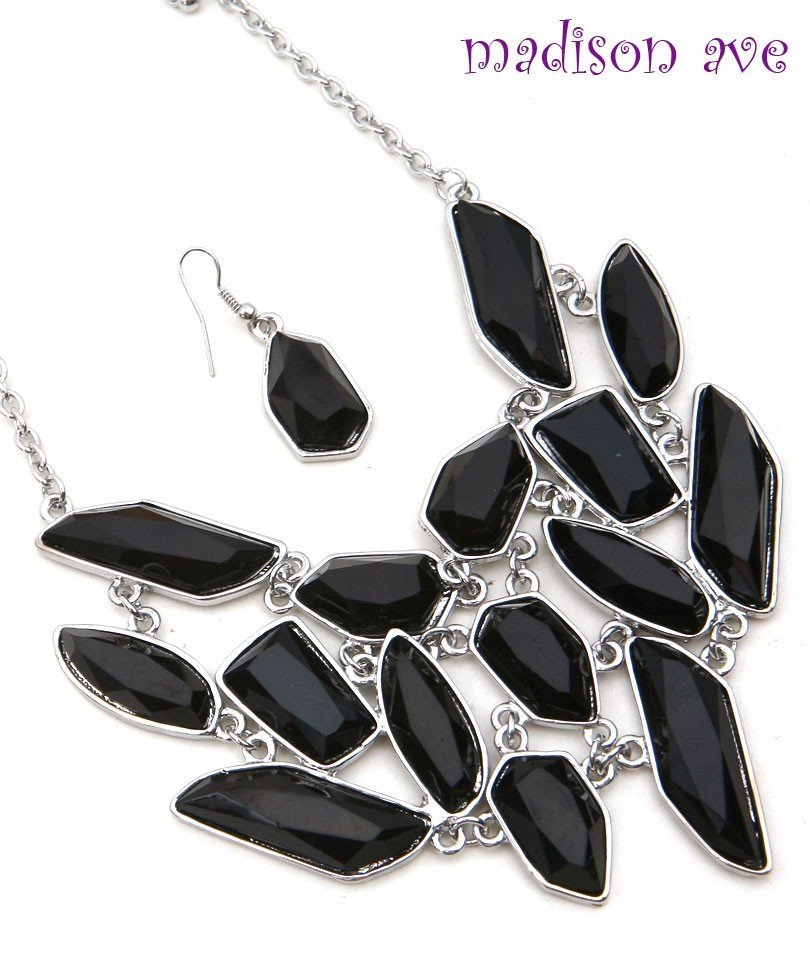 BLACK NECKLACE & EARRING SET