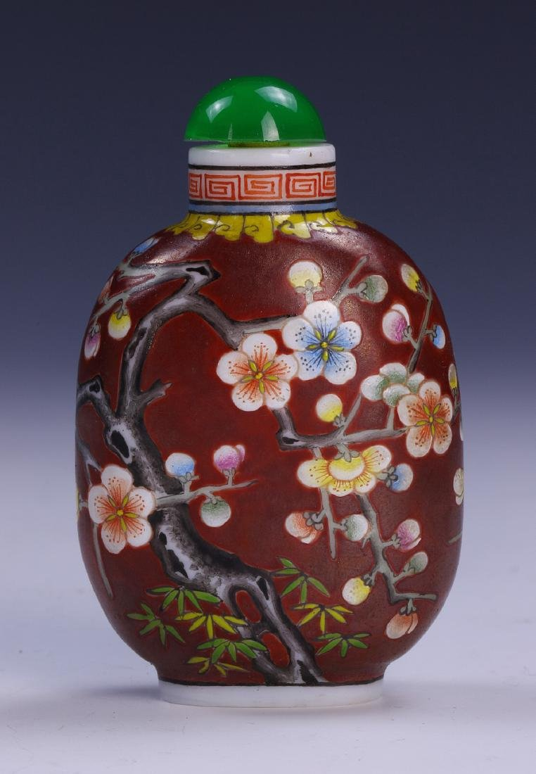 A CHINESE ANTIQUE PEKING GLASS SNUFF BOTTLE