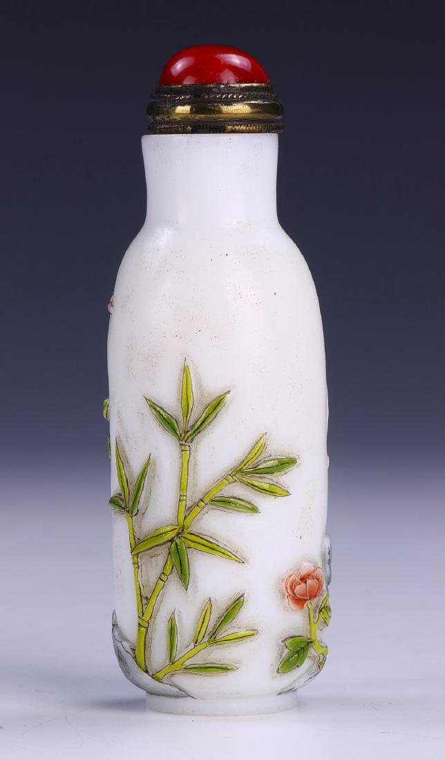 A CHINESE ANTIQUE OVERLAY PEKING GLASS SNUFF BOTTLE - 2