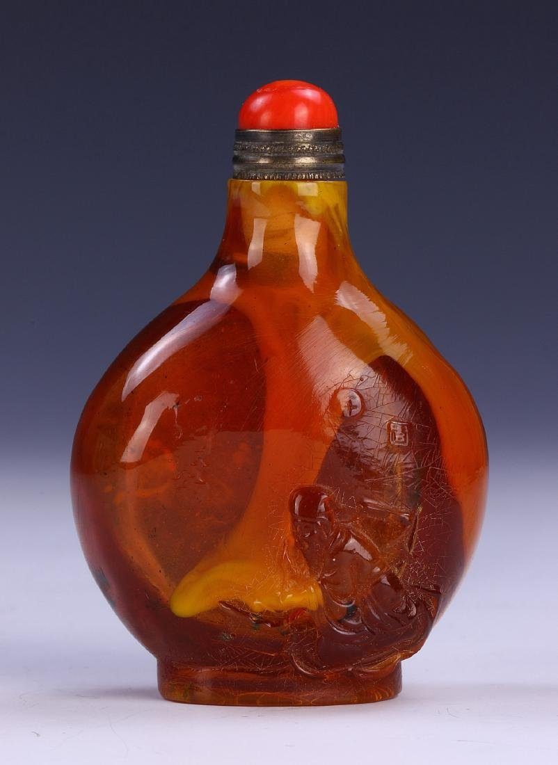 A CHINESE ANTIQUE AMBER SNUFF BOTTLE - 2
