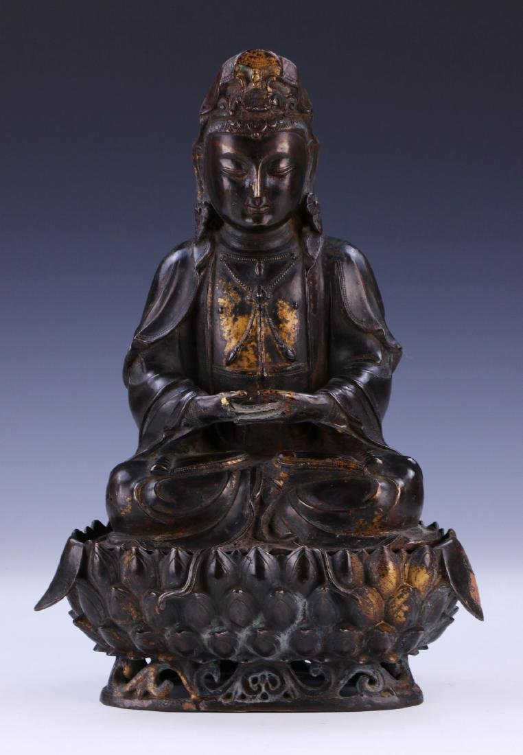 A CHINESE ANTIQUE GILT BRONZE GUANYIN