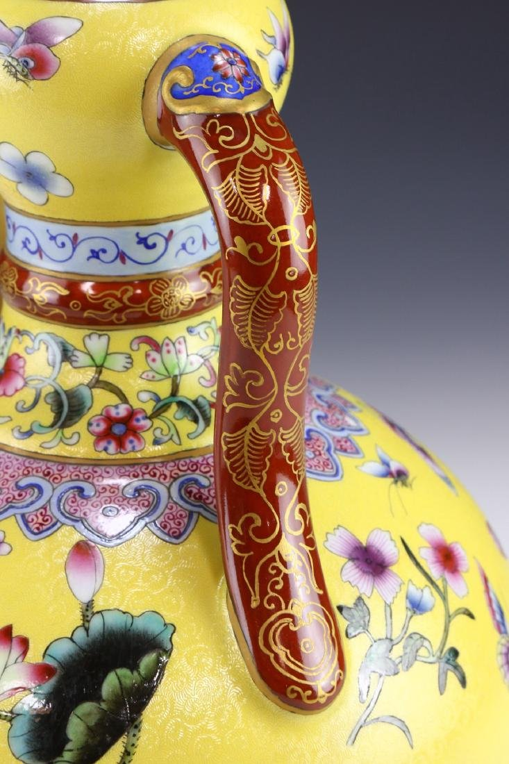 A CHINESE ANTIQUE FAMILLE ROSE YELLOW GROUND PORCELAIN - 4