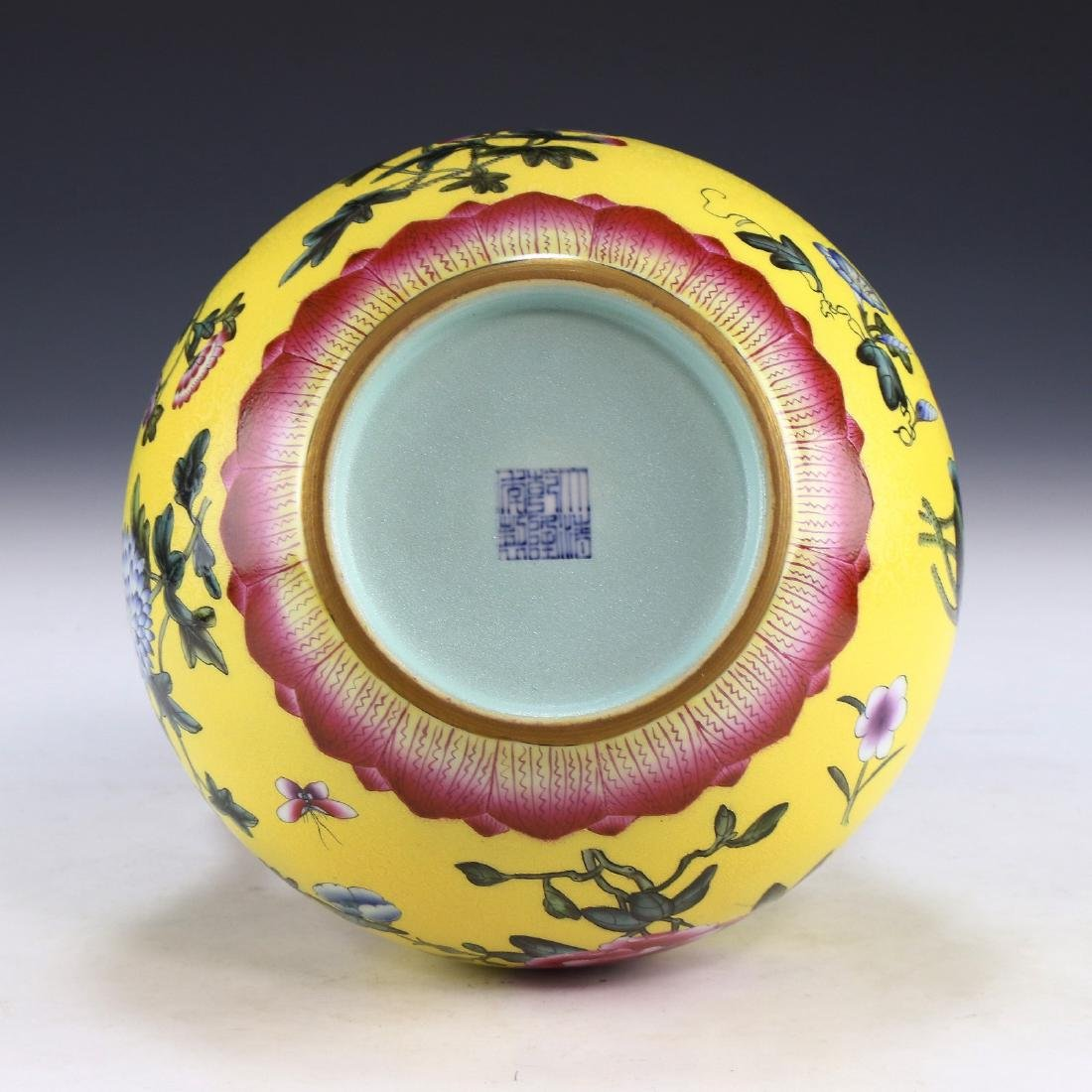 A CHINESE ANTIQUE FAMILLE ROSE YELLOW GROUND PORCELAIN - 5