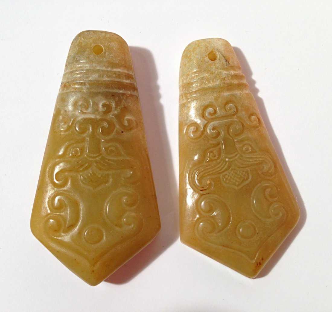 2 pieces carved jade pendants