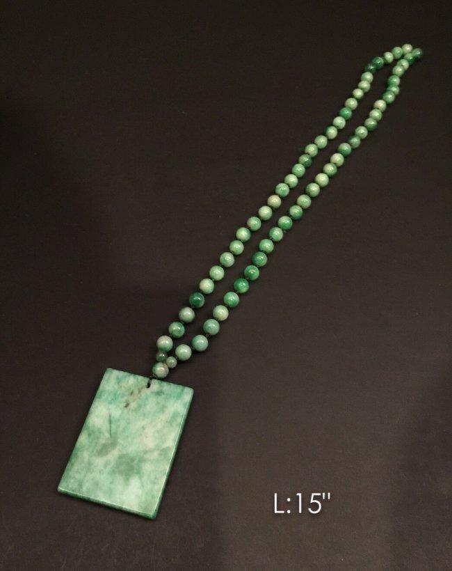 Green jade necklace & jade pendant