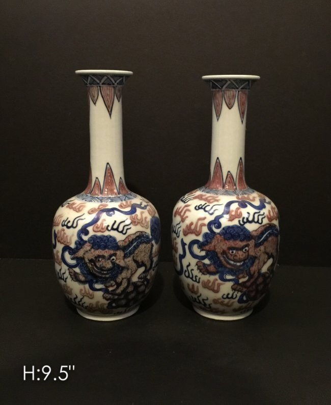 PAIR OF CHINESE PORCELAIN VASES WITH FOO DOGS