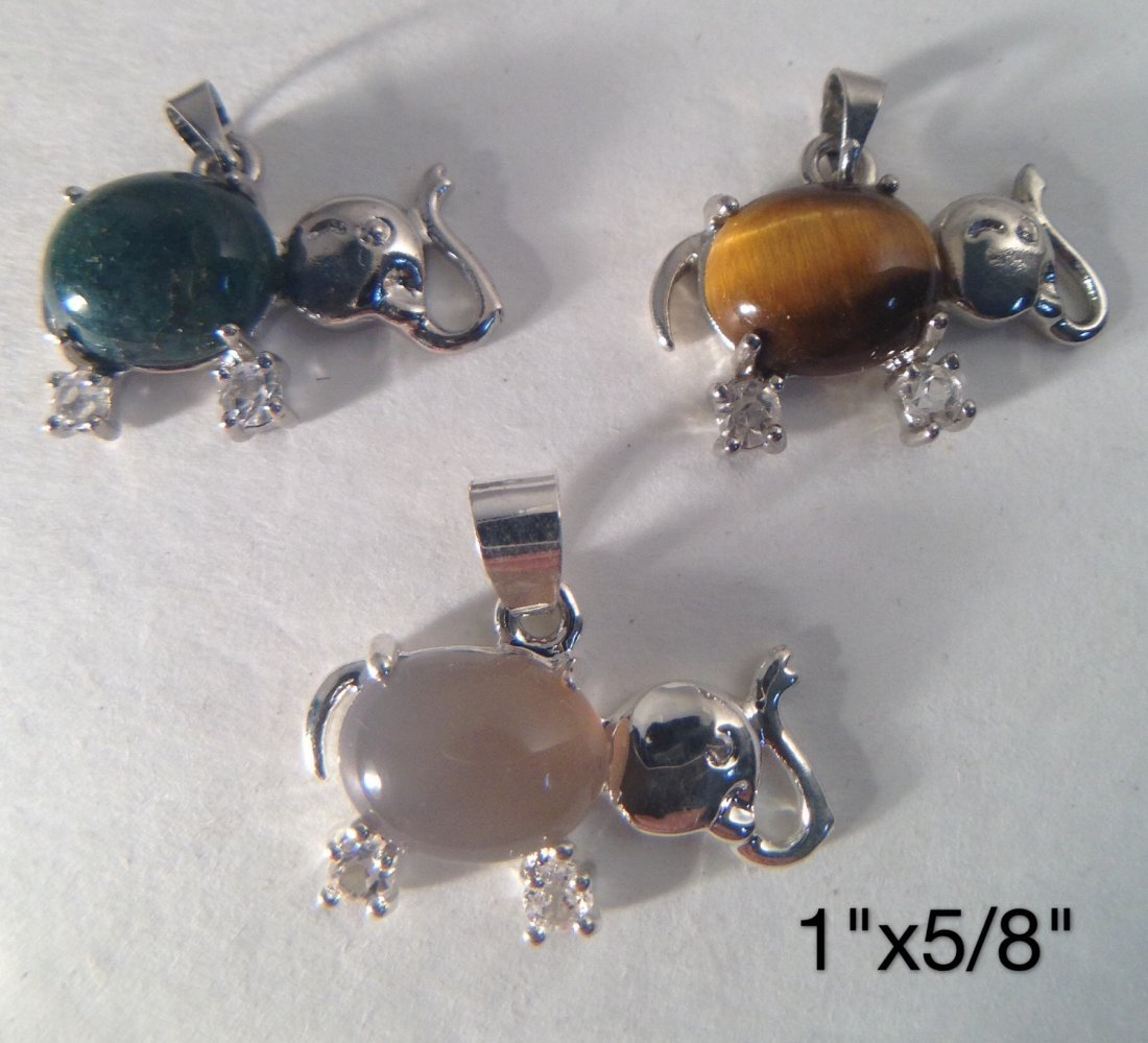 GROUP OF AGATE , TIGER EYE STONE PENDANTS