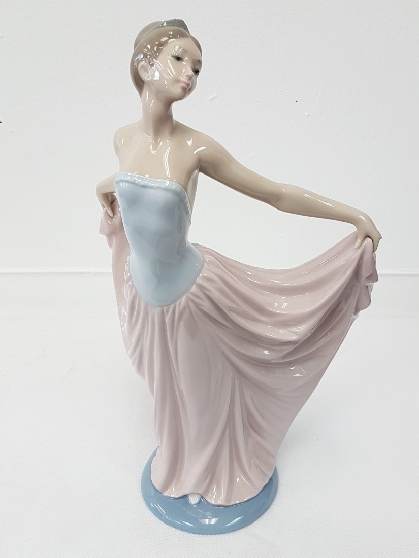 LLADRO 5050 THE DANCER PORCELAIN FIGURE
