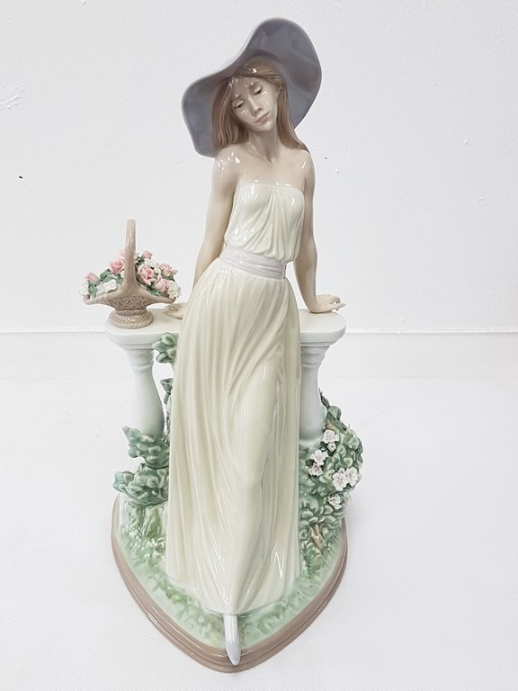 LLADRO 5378 TIME FOR REFLECTION PORCELAIN FIGURE