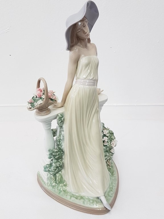 LLADRO 5378 TIME FOR REFLECTION PORCELAIN FIGURE - 2