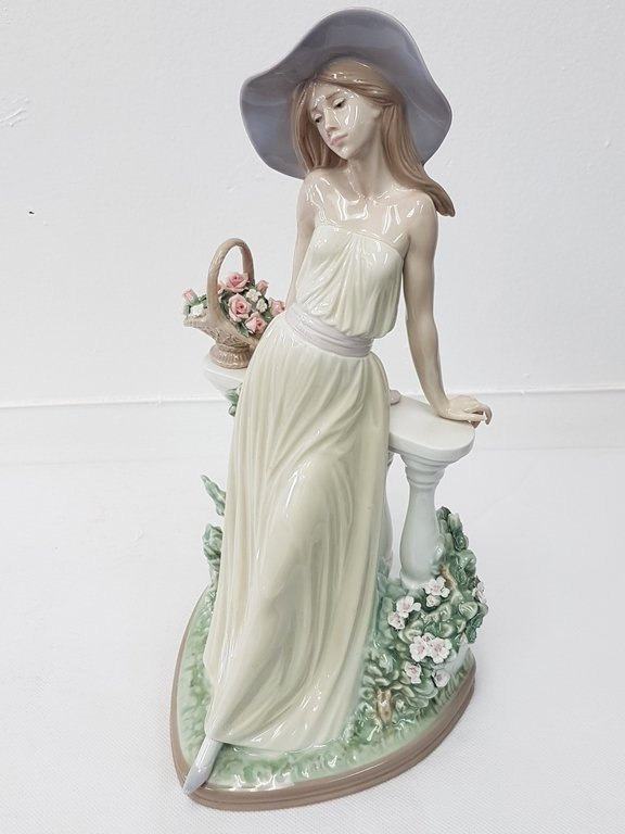 LLADRO 5378 TIME FOR REFLECTION PORCELAIN FIGURE - 3