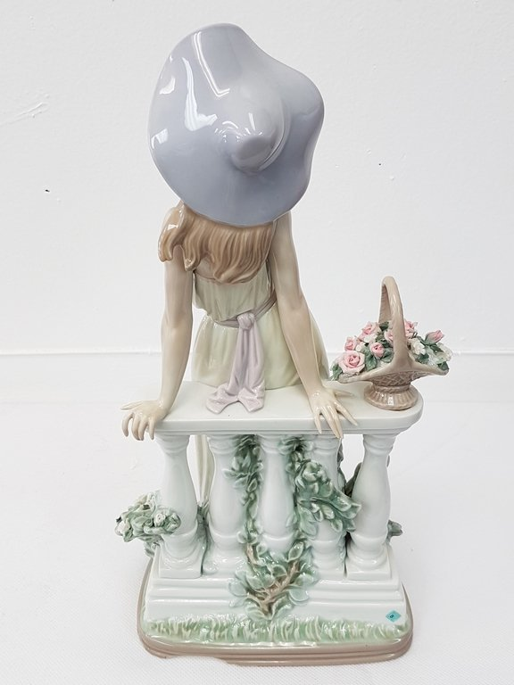 LLADRO 5378 TIME FOR REFLECTION PORCELAIN FIGURE - 4