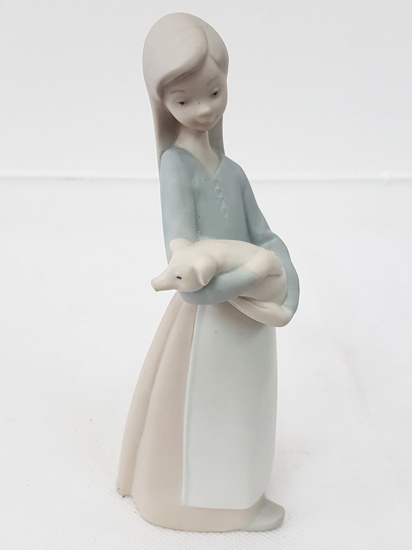LLADRO GIRL WITH PIG PORCELAIN FIGURE