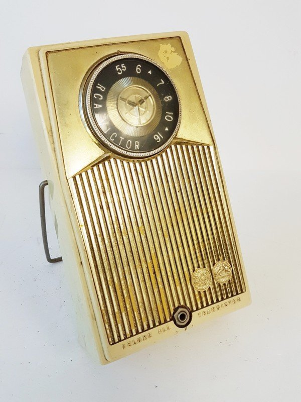 deluxe all transsistor radio