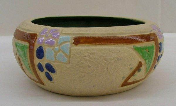 4: Roseville Mostique bowl, 131-5