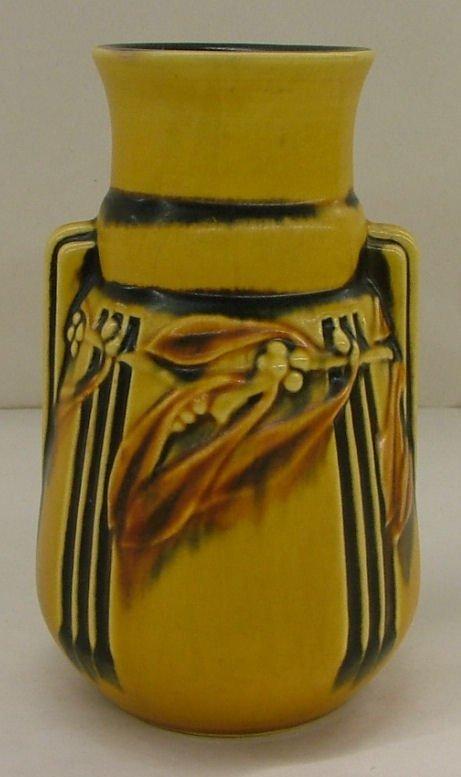 18: Roseville Laurel vase, 667-6