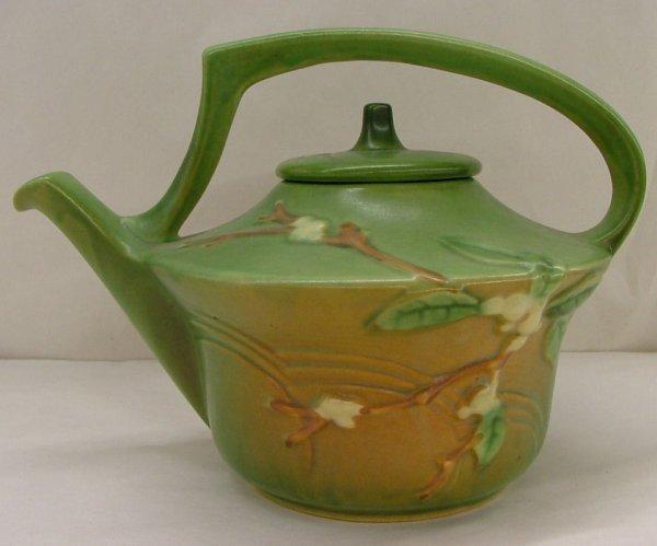 20: Roseville Snowberry tea pot, 1TP
