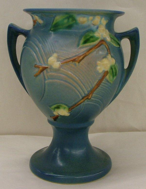 21: Roseville Snowberry urn, 1UR-8