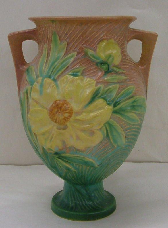 22: Roseville Peony vase, 169-8
