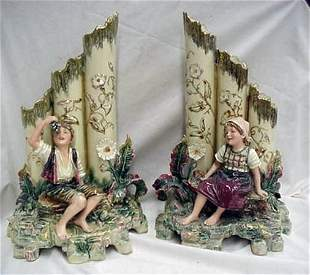 Important pair of Majolica figural vase gr