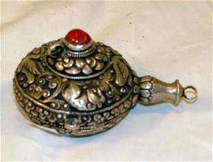 Engraved Chinese silver snuff bottle